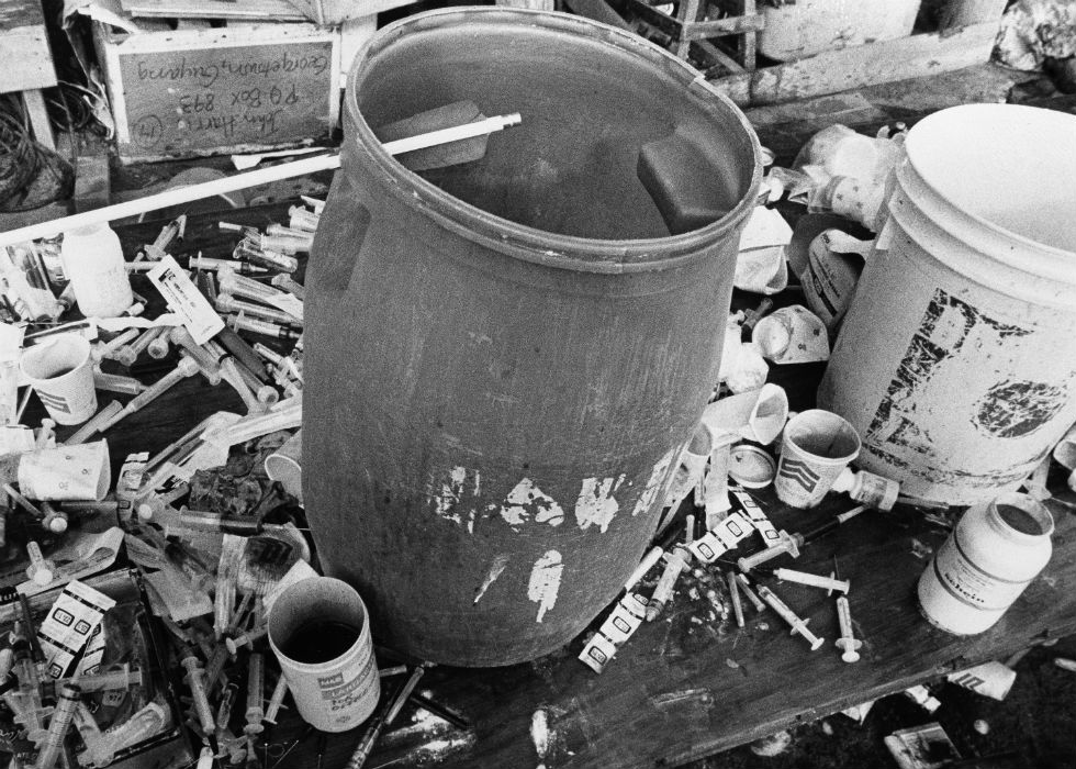 never-before-seen-chilling-historical-shots-of-the-jonestown-massacre-24
