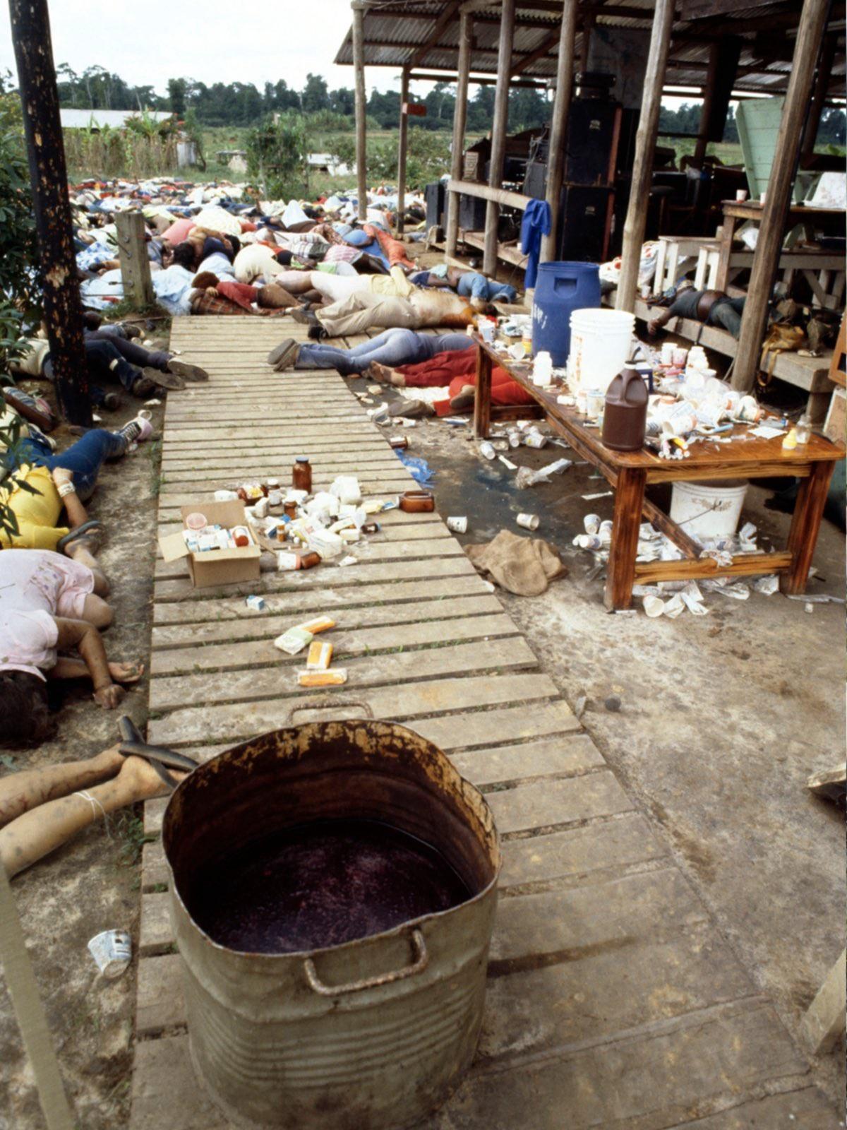 never-before-seen-chilling-historical-shots-of-the-jonestown-massacre-5